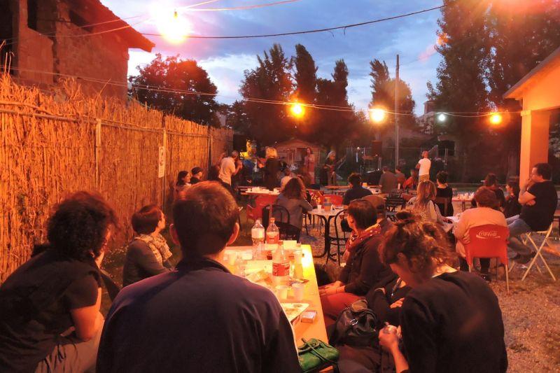 persone-.che-fanno-festa-al-centro-varco66